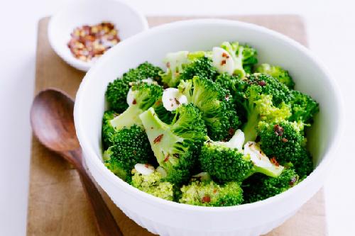 súp lơ, ớt, mơ, bông cải xanh giúp gan loại bỏ các chất độc hại. Ảnh: hungryforchange