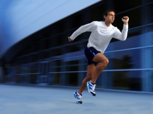 Vận động sẽ giúp tinh thần thêm phấn chấn Ảnh: alleywatch.com.