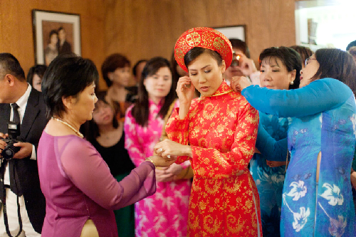 Gia đình Việt khó níu giữ văn hóa dân tộc khi có yếu tố ngoại