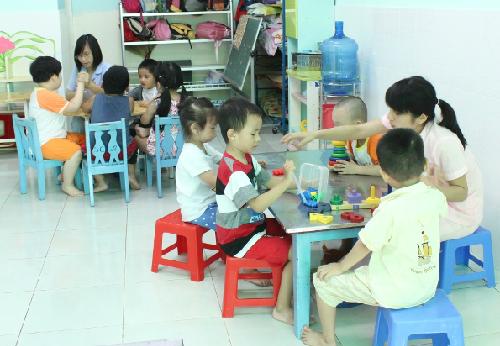 Trường mẫu giáo giúp trẻ tăng tính tự lập, có nhiều bạn bè. Ảnh: Lê Phương.