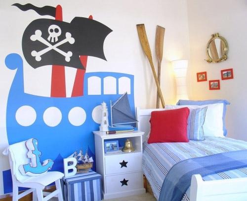 Ngoài sơn tường, một chút đồ phụ kiện như mỏ neo bằng bông, mái chèo... màu ga phủ xanh nước biển sẽ khiến căn phòng thêm đồng bộ.