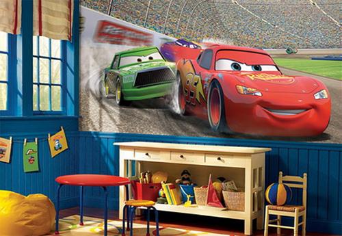 """Sau giờ học về, bé sẽ rất bất ngờ nếu nhìn thấy anh bạn Mc Queen trong bộ phim """"Cars"""" xuất hiện trong phòng."""