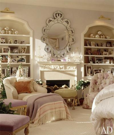 Lộng lẫy, diêm dúa - đó chính là những từ để miêu tả về Mariah Carey cũng như phòng ngủ của cô.