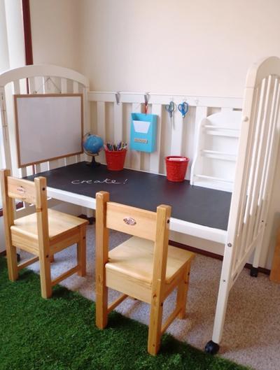 Góc học tập nhỏ hoặc nơi làm đồ thủ công cho bé cùng các bạn tới chơi.