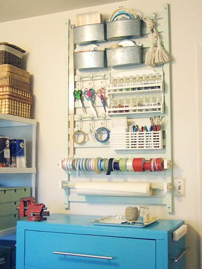 Với các bà mẹ yêu thích làm đồ thủ công, một phần cũi có thể làm giá treo kéo, bút, băng dính hay các loại duy băng.