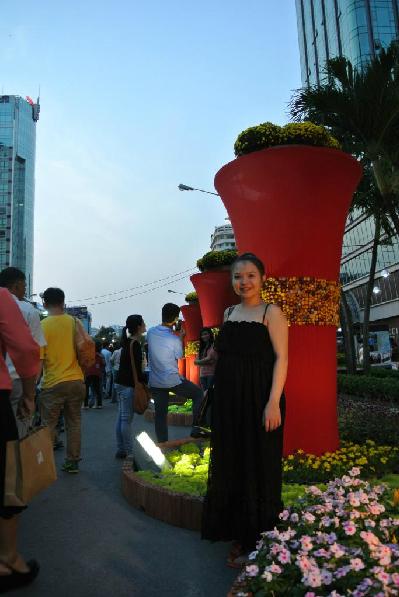 trên đường hoa Nguyễn Huệ