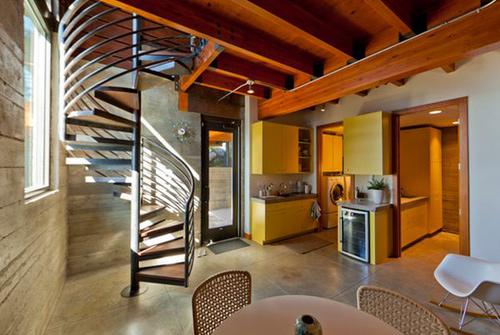 q1 9 6861 1392108102 Cầu thang xoắn ốc cho nhà nhỏ hẹp