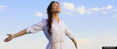 Cảm giác được giải phóng khỏi một cuộc hôn nhân không như ý khiến phụ nữ hạnh phúc hơn sau khi ly hôn. Ảnh: huffingtonpost.com