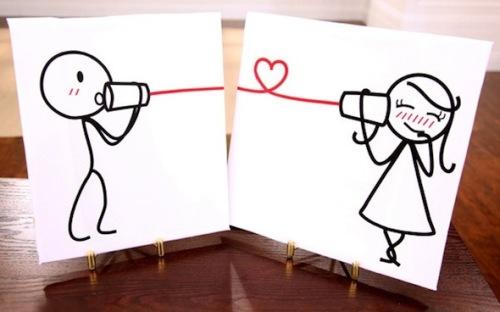 Những người yêu xa thường cố gắng hơn các cặp đôi khác trong việc thể hiện tình cảm và sự quan tâm lẫn nhau. Ảnh: Scoopempire.com.