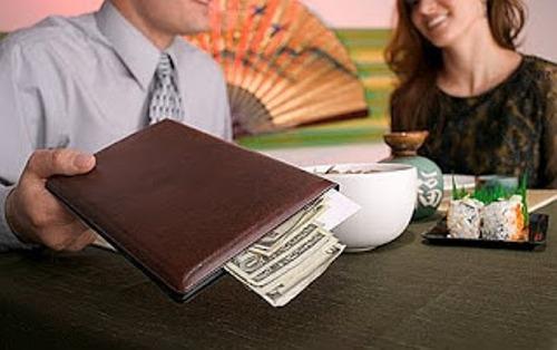 Có tới hơn một nửa phụ nữ được phỏng vấn cho biết, họ sẵn sàng chia sẻ gánh nặng tiền bạc cho những cuộc hẹn. Ảnh: aphroditeastrology.com.
