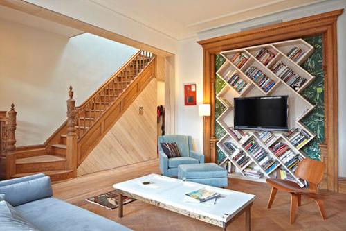 Tủ sách không nhất thiết lúc nào cũng phải vuông vức, bạn có thể lựa chọn hình dạng nào mình thích.