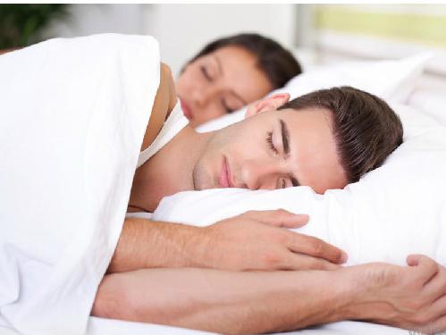 man-and-woman-sleeping-white-b-7459-8982