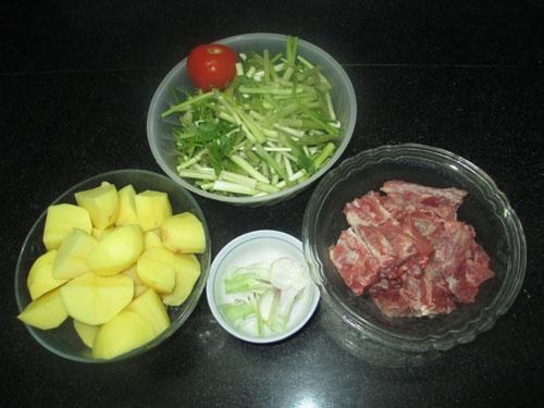 Canh rau cần nấu khoai tây