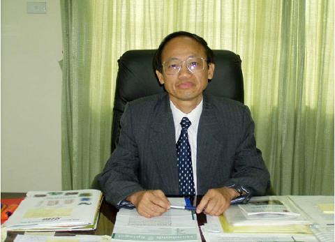 Giáo sư, tiến sĩ khoa học Trần Văn Sung - Nguyên Viện trưởng Viện Hóa học.