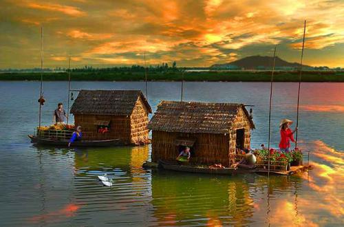 Cảnh sinh hoạt của người dân sống trên nhà bè sông nước với một chiều xuân thật thơ mộng đã dâng trong tôi niềm cảm xúc và tôi cũng không bỏ lở qua cơ hội của tác giả Bùi Vy Vân.