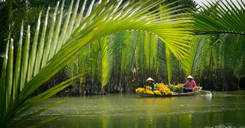 Hình ảnh sinh hoạt đặc trưng những ngày giáp tết của làng quê sông nước Việt Nam.