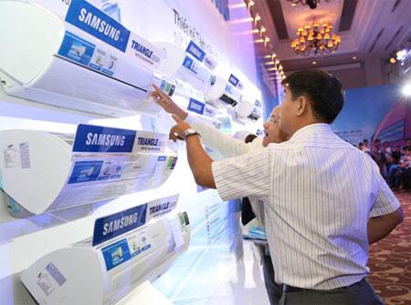 Người tiêu dùng rất quan tâm đến các loại máy điều hòa thế hệ mới với khả năng làm  mát mạnh mẽ hơn và có thêm các tính năng tiết kiệm điện bằng inverter, lọc không khí&