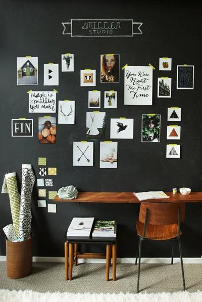 Nếu bạn muốn tiết kiệm tiền mua khung, chỉ cần đơn giản sử dụng băng dính dán ảnh lên tường là đủ.