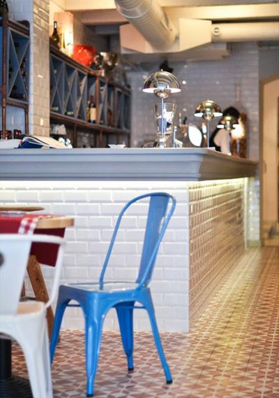 Độc đáo nhà hàng trang trí bằng 200 cánh cửa 4