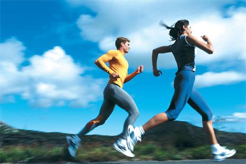 Chạy bộ là có lợi cho cơ thể và sức khỏe miễn là đừng quá lạm dụng. Ảnh: competior