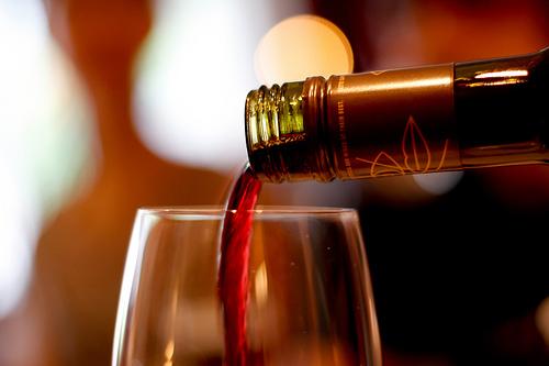 Rượu vang đỏ giúp bạn tránh xa chứng mất trí và bệnh Alzheimer. Ảnh: flickr