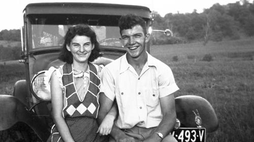 Chàng trai Kenneth và cô gái Helen thời trẻ.