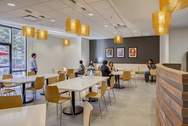 Những văn phòng tuyệt đẹp chứa đủ quán cà phê, nhà hàng 1