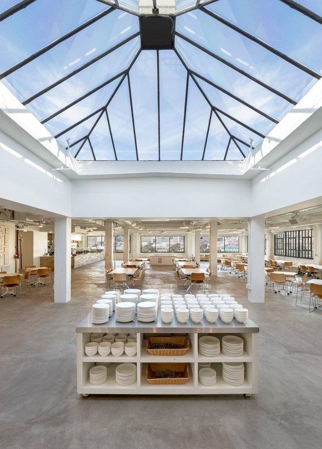 Những văn phòng tuyệt đẹp chứa đủ quán cà phê, nhà hàng 3