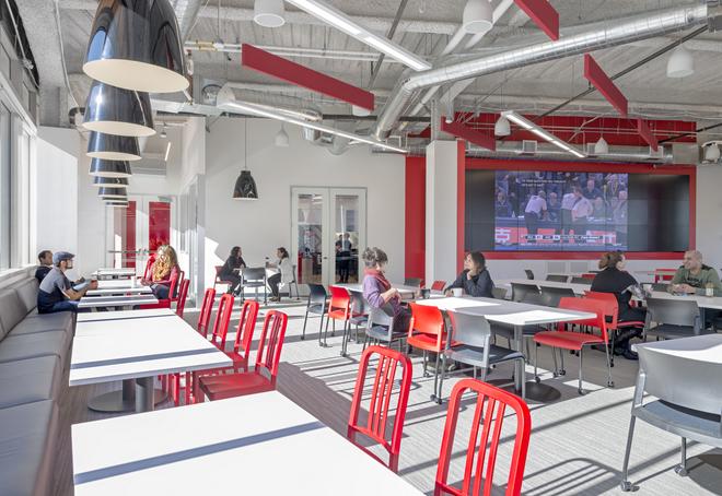 Những văn phòng tuyệt đẹp chứa đủ quán cà phê, nhà hàng 2