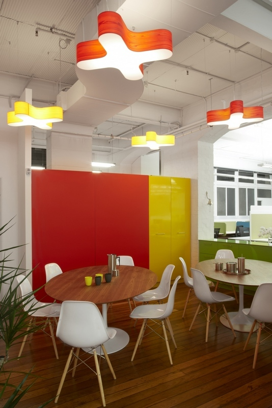 Những văn phòng tuyệt đẹp chứa đủ quán cà phê, nhà hàng 9