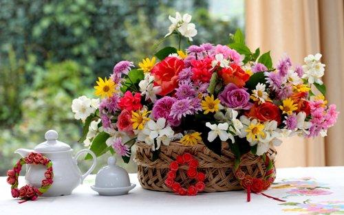 Ngắm nhìn một lọ hoa đầy sắc mỗi sáng cũng có thể giúp bạn lên tinh thần, thêm phấn chấn và yêu đời. Ảnh: topwalls