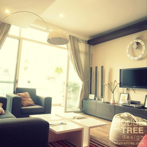 Căn phòng tươi tắn nhờ sự kết hợp khéo léo một vài món đồ nội thất giản đơn một cách ngẫu hứng.