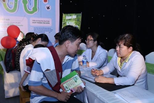 Với sự tư vấn nhiệt tình của các chuyên gia dinh dưỡng, nhiều phụ huynh đã có những thông tin bổ ích để chăm sóc sức khỏe dinh dưỡng cho con mình cũng như những giải pháp đơn giản, dễ áp dụng và hiệu quả để tăng cường sức đề kháng cho con.