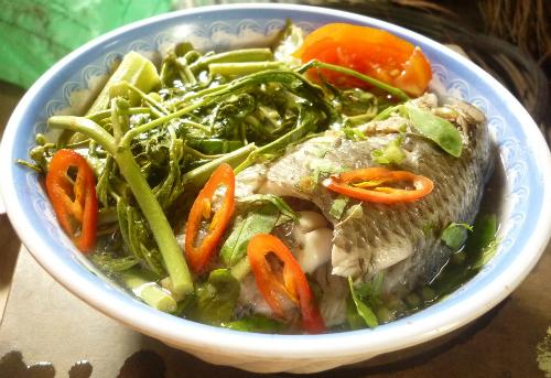 Canh chua rau nhút cá rô đồng là món ăn mang hương vị đồng quê dân dã, mộc mạc. Ảnh: Song Lê.