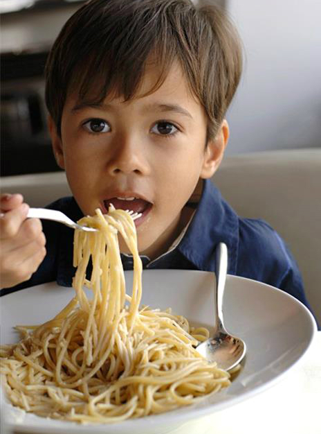 small-boy-eating-spaghetti-928-3684-1584