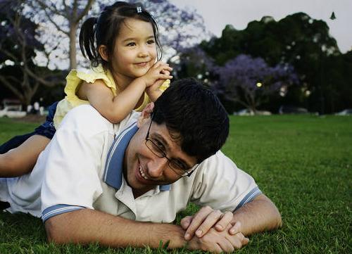 father-and-daughter-eKKVu-2160-7223-6745
