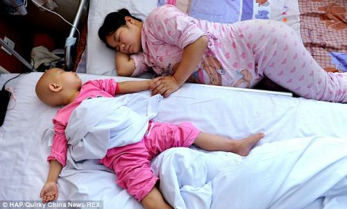 Khi biết con gái có thể được cứu nếu có máu cuống rốn của trẻ sơ sinh, họ đã quyết định sinh thêm một đứa con nữa.