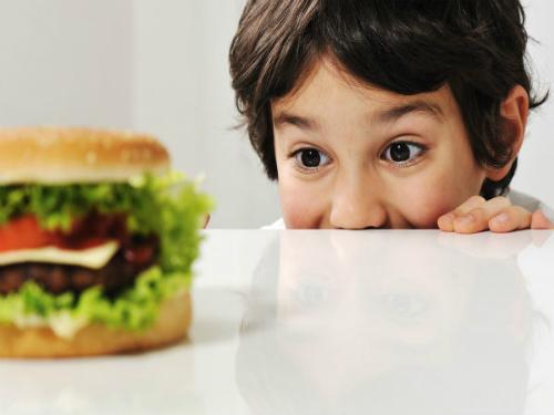 Giúp con tránh xa đồ ăn vặt không tốt cho sức khỏe