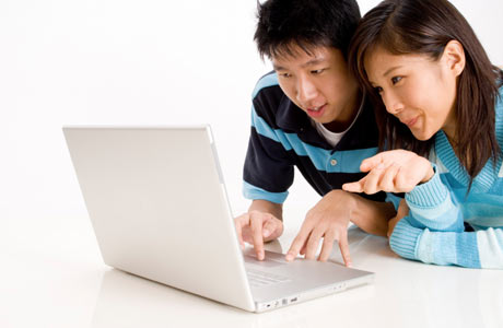 Asian-couple-with-laptop460x30-6559-5646