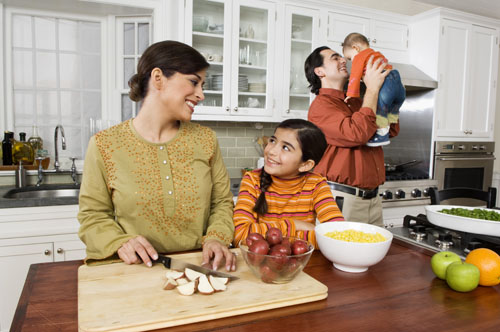 Family-cooking-3649-1404723188.jpg