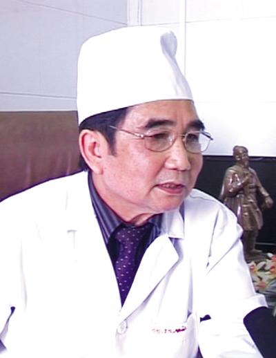 Giáo sư, tiến sĩ Nguyễn Văn Mùi, Nguyên Giám đốc kiêm Chủ nhiệm bộ môn Truyền nhiễm, bệnh viện Quân Y 103.