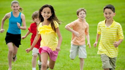 Trẻ cần tăng cường vận động để kích thích sự phát triển trí tuệ. Ảnh minh họa:: cbc.ca.