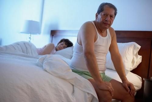 Tiểu đêm gây nhiều tác hại như mất ngủ, mệt mỏi, suy nhược cơ thể và ảnh hưởng đến chất lượng sống. Ảnh minh họa.