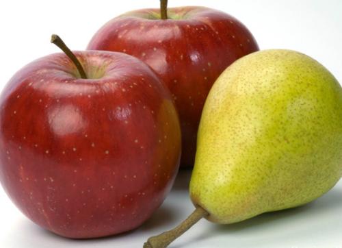 Có thể uống một số loại nước trái cây để điều trị táo bón như mận, táo, lê. Ảnh: healths.