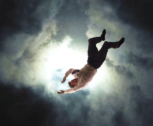 Co giật cơ có thể xảy ra sau một ngày làm việc căng thẳng, quá sức hoặc do thiếu ngủ. Ảnh: au.lifestyle