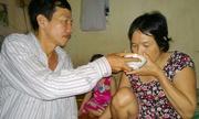 Tình yêu của người chồng một chân nuôi vợ ung thư