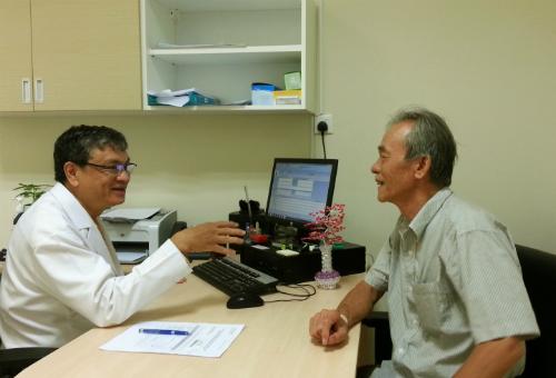 Người cao tuổi TP HCM tham gia khám bệnh miễn phí vào sáng 1/8. Ảnh: T.P