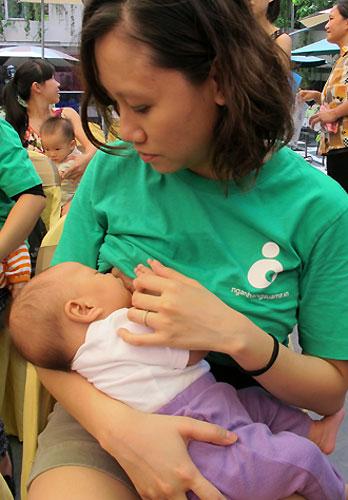 Thứ trưởng Bộ Y tế: 'Không sản phẩm nào bằng sữa mẹ'