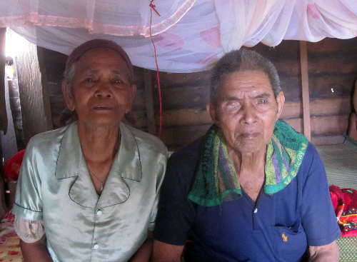 Trong nhiều năm liền, hàng chục đứa trẻ đã thoát khỏi chết đói nhờ được vợ chồng đảng viên già làng Vêl chăm sóc. Ảnh: Tùy Phong.