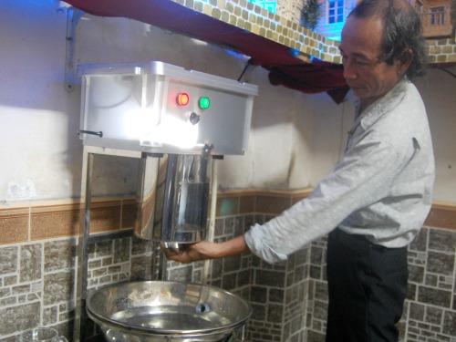 Ông già sáng chế máy rửa ly 'made in Việt Nam'